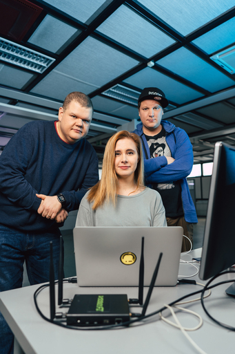Docstop: Team Whack - kaikki on hakkeroitavissa